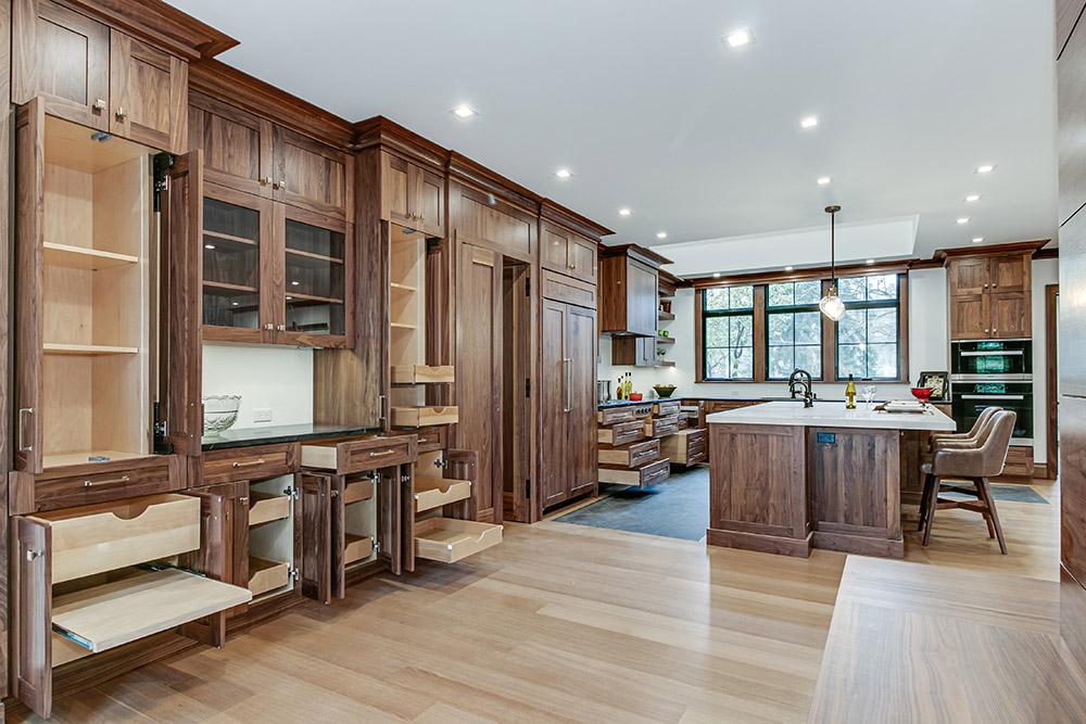 Extensive-Kitchen-Storage-Options